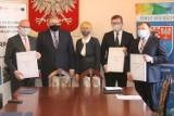 Zduny, Koźmin Wlkp. i Rozdrażew otrzymały ponad 9 mln zł na fotowoltaikę [ZDJĘCIA+FILM]