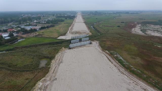 GDKKiA cyklicznie raportuje o postępach prac przy drodze ekspresowej S5. Trzy odcinki trasy czekają ciągle na nowych wykonawców.