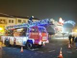 Tuchów. Tego jeszcze nie było! Rozświetlony lampkami strażacki wóz z Mikołajem, świąteczną ozdobą Rynku [ZDJĘCIA]