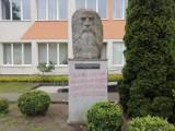 Mieszkaniec Goleniowa ukarany za wierszyk na pomniku Norwida
