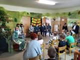Powiat kaliski. Dorośli czytali dzieciom w gminie Brzeziny. ZDJĘCIA