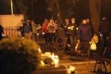 Nocne odwiedziny grobów w Legnicy, od jutra cmentarze zamknięte [ZDJĘCIA]