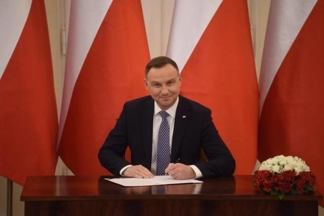 Tarcza antykryzysowa z podpisem prezydenta Andrzeja Dudy