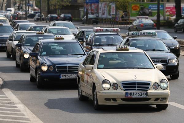 taksówka w błoniu