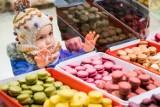Słodkości i inne pyszności na frymarku w Bydgoszczy. Jak co tydzień zjawił się tu tłum miłośników dobrego jedzenia. Zobacz zdjęcia