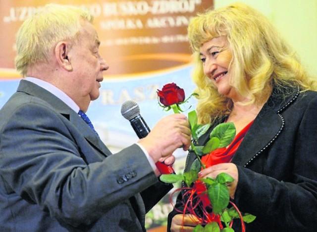 Życzenia Janowi Chruślińskiemu złożyła także Alicja Bednarska, buszczanka i  wiceprezes Towarzystwa Miłośników Buska-Zdroju.