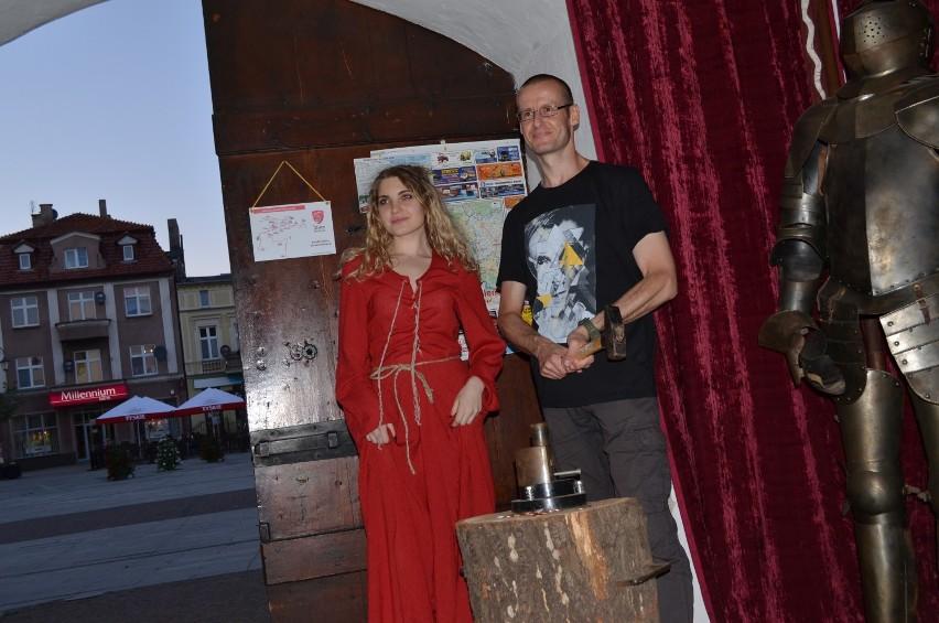 Noc Muzeów w Żninie: spacer po mieście i zwiedzanie Baszty [zdjęcia]