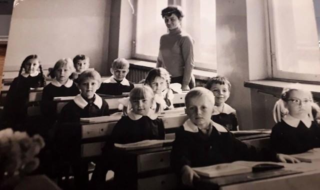 Nowosolskie szkoły, lata 1945 - 2000. Przesuwaj zdjęcia w prawo - naciśnij strzałkę lub przycisk NASTĘPNE.