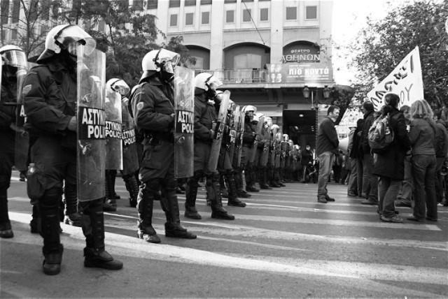 Grecka policja kontra demonstracji. Fot. Murplej@ne Flickr.com