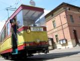 Toruń. Ile kosztuje wynajęcie tramwaju czy autobusu retro? Kto z tej oferty MZK korzysta?