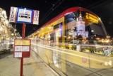 Zielona fala objęła kolejne tramwaje w Warszawie. Cztery popularne linie pojadą szybciej