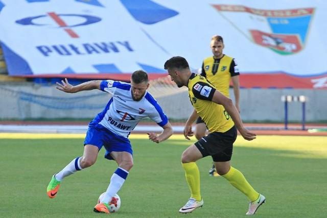 Piłkarze Siarki Tarnobrzeg (żółte stroje) mieli w Puławach olbrzymie powody do zadowolenia.