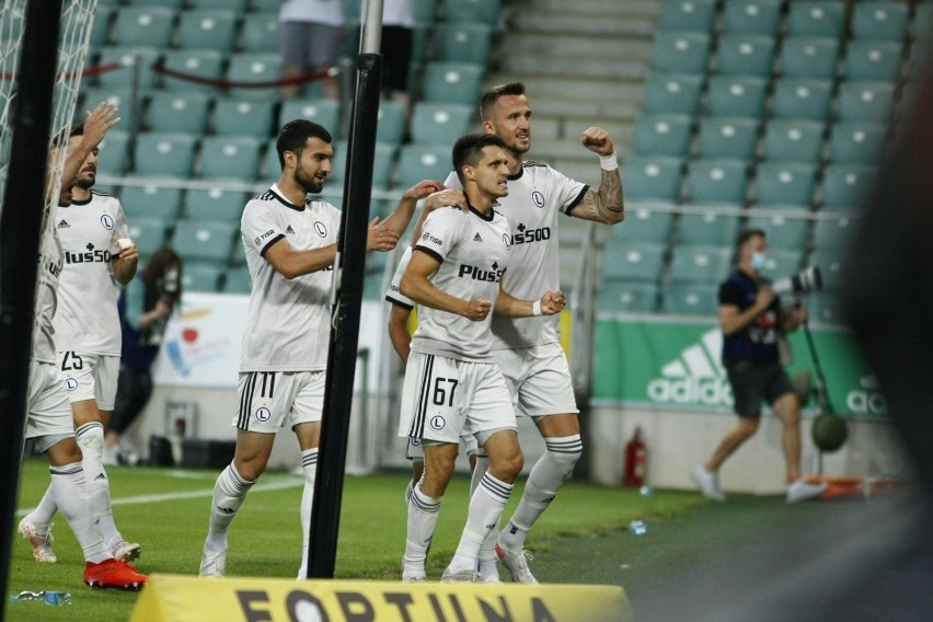 Legia wygrała z Florą 2:1 po golach Bartosza Kaputski i...