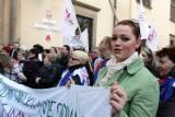 Protest nauczycieli pod magistratem: wiceprezydent wygwizdana [zdjęcia]