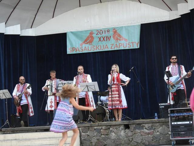 Były piosenki białoruskie, rosyjskie, a także ukraińskie w tradycyjnej i współczesnej aranżacji. Wykonywały je bielskie zespoły oraz goście z innych miast, a także z zagranicy