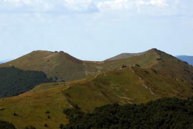 Połonina Wetlińska (1255 m n.p.m.) wzięła swoją nazwę od leżącej u jej stóp wsi Wetlina.