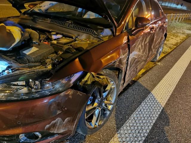 Na autostradzie A1 pod Grudziądzem ciężarówka zderzyła się z samochodem osobowym. Są utrudnienia