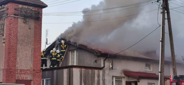 Pożar w Drzonowie w pow. kołobrzeskim. Ogień na poddaszu