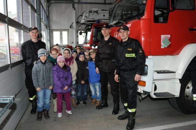 Wizyta dzieci u strażaków z Brzozowa