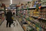 Majówka 2021 - które sklepy są czynne? Gdzie zrobić zakupy od 1, 2 i 3 maja? Sprawdź: Żabka, Lewiatan, Stokrotka, Dino, AB