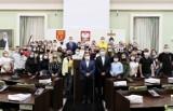 Młodzież z zagranicy będzie uczyć się w Kielcach, w poniedziałek spotkała się z prezydentem miasta