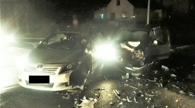 W Andrychowie na ulicy Starowiejskie doszło do groźnie wyglądającego wypadku, 19 listopada 2020.
