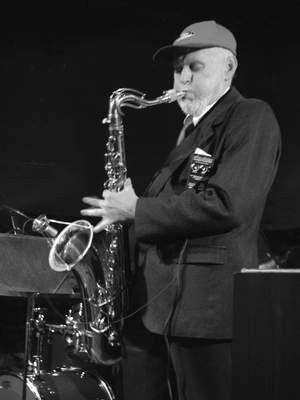 Od półwiecza czaruje słuchaczy swoją grą na saksofonie. Teraz mogli go podziwiać częstochowianie.  /  JAKUB MORKOWSKI
