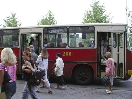Za dużo autobusów, tramwajów, za mało pasażerów. MPK szuka oszczędności.   /  JAKUB MORKOWSKI