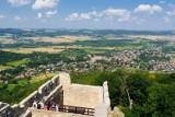 Zamek Chojnik na Dolnym Śląsku. Jeden z najpiękniej położonych zamków w Polsce. Doskonały cel na majówkę! [GODZINY OTWARCIA, CENNIK, SZLAKI]
