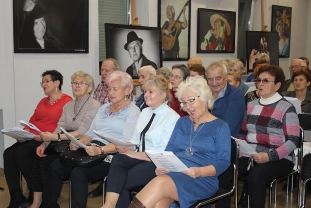 Koncert patriotyczny z okazji Dnia Seniora w OEA MOK w Piotrkowie