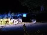 Nowy Żmigród. Policjant z drogówki, którego auto rozbiło się na drzewie nie straci pracy