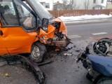 Czołowe zderzenie w Sadowie. Samochody są w opłakanym stanie. Jeden z kierowców pił wcześniej alkohol