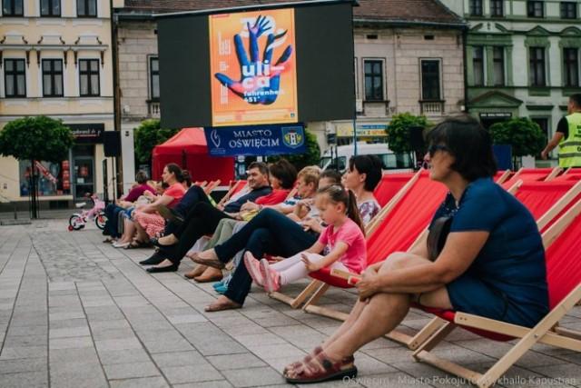 W minionych latach letnie kino na Rynku w Oświęcimiu gromadziło wiele osób