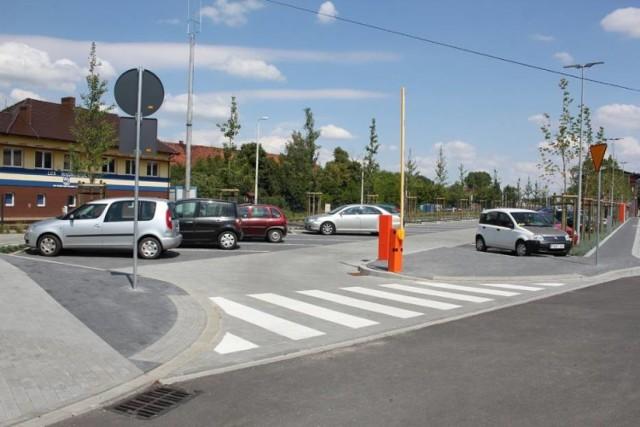 Płatny parking w Wągrowcu mieści się obecnie nieopodal dworca PKP. Czy powstanie też na Rynku?