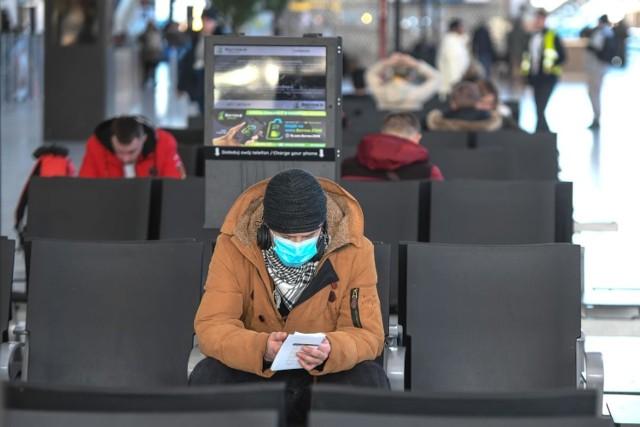 Polskie Linie Lotnicze LOT wznawiają od 1 czerwca loty pasażerskie. Jak będzie wyglądał rejs w dobie epidemii koronawirusa? Pasażerowie będą musieli dostosować się do nowych zasad