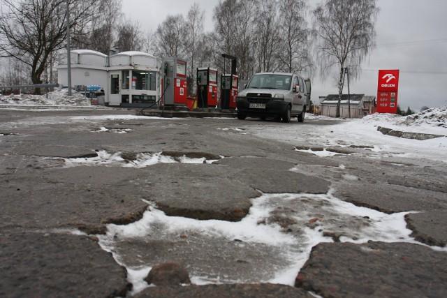 Stacja benzynowa przy ul. Szczecineckiej w Czarnem z pewnością chluby Orlenowi nie przynosi