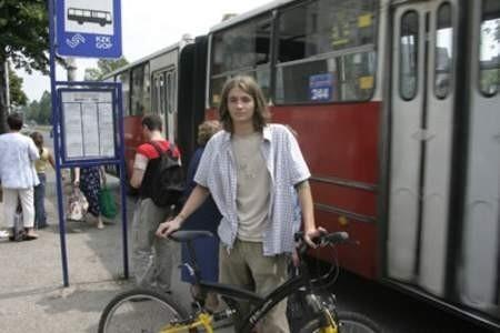 Kuba nie pojeździł sobie autobusem.