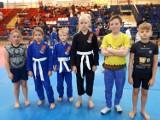 10 medali najmłodszych zawodniczek i zawodników MMA Tornado Kalisz w Sochaczewie ZDJĘCIA
