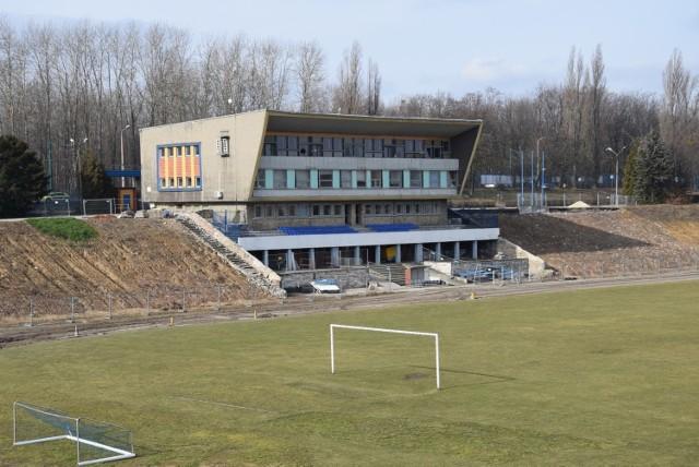 Tak prezentował się stadion w połowie lutego 2020 roku  Zobacz kolejne zdjęcia. Przesuwaj zdjęcia w prawo - naciśnij strzałkę lub przycisk NASTĘPNE