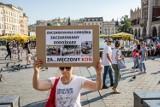 Obrońcy praw zwierząt protestują przeciwko wykorzystywaniu koni dorożkarskich