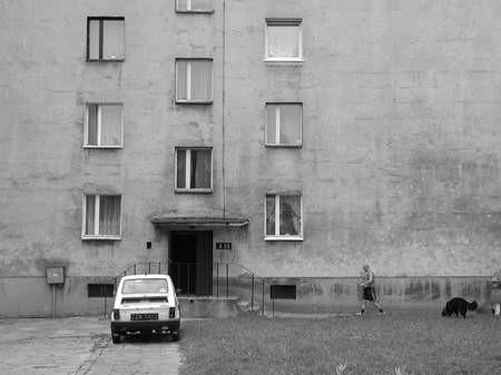 Nie spełniły się obietnice urzędników. Bloku przy al. Jana Pawła II nadal nie przekazano do sprzedaży.   /   JACENTY DĘDEK