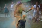 Festiwal kolorów w parku! Pamiętasz, jak się bawił Żagań? To zobacz film Prawesha Upreti! Jesteś na nim?