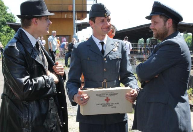 Zdjęcia archiwalne z rekonstrukcji historycznych oraz zdjęcia  Muzeum Obozów Jenieckich.