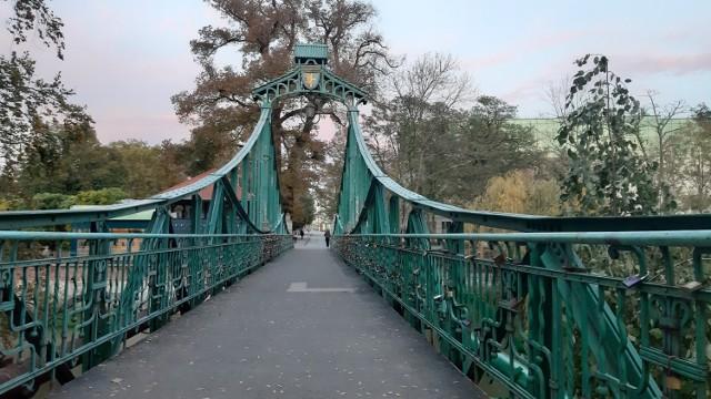 O tym, co stanie się ze słynnymi kłódkami z Mostu Groszowego mogą zdecydować sami mieszkańcy.