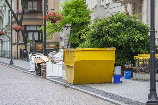 Część mieszkańców nie dba o ulicę przy której mieszka - to zgodna opinia sąsiadów i bydgoszczan, którzy na Cieszkowskiego w Bydgoszczy tylko zaglądają