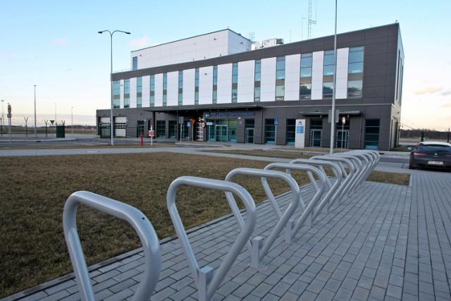 Na lotnisku na granicy Gdyni z Kosakowem nadal nie mogą niestety lądować samoloty cywilne i nie jest obsługiwany ruch pasażerski.