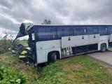 Groźny wypadek w okolicach Hrubieszowa. Autokar zderzył się z ciężarówką. Konieczna była interwencja śmigłowca LPR