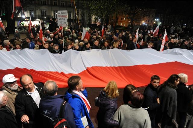 8. Rocznica Katastrofy Smoleńskiej. Czy to ostatnia miesięcznica w Warszawie?