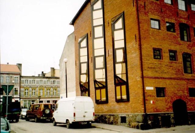 Odrestaurowany magazyn na rogu ulic Junackiej i Drzymały w Szczecinku