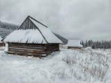 Piękna zima w górach. Hala Gąsienicowa zasypana śniegiem. Jest pięknie!